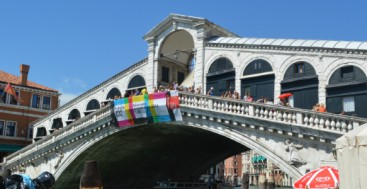Rialto Bridge Venice Italy to-europe.com